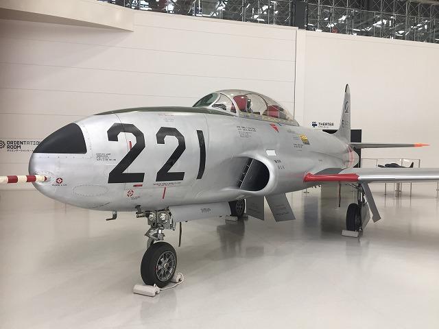 ロッキード/川崎T-33A。ピトー管に特徴あり。