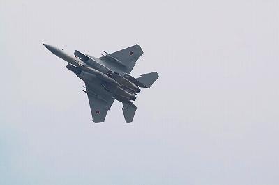 ギア&フラップダウンの形態でも軽快な運動性を誇示するF-15J