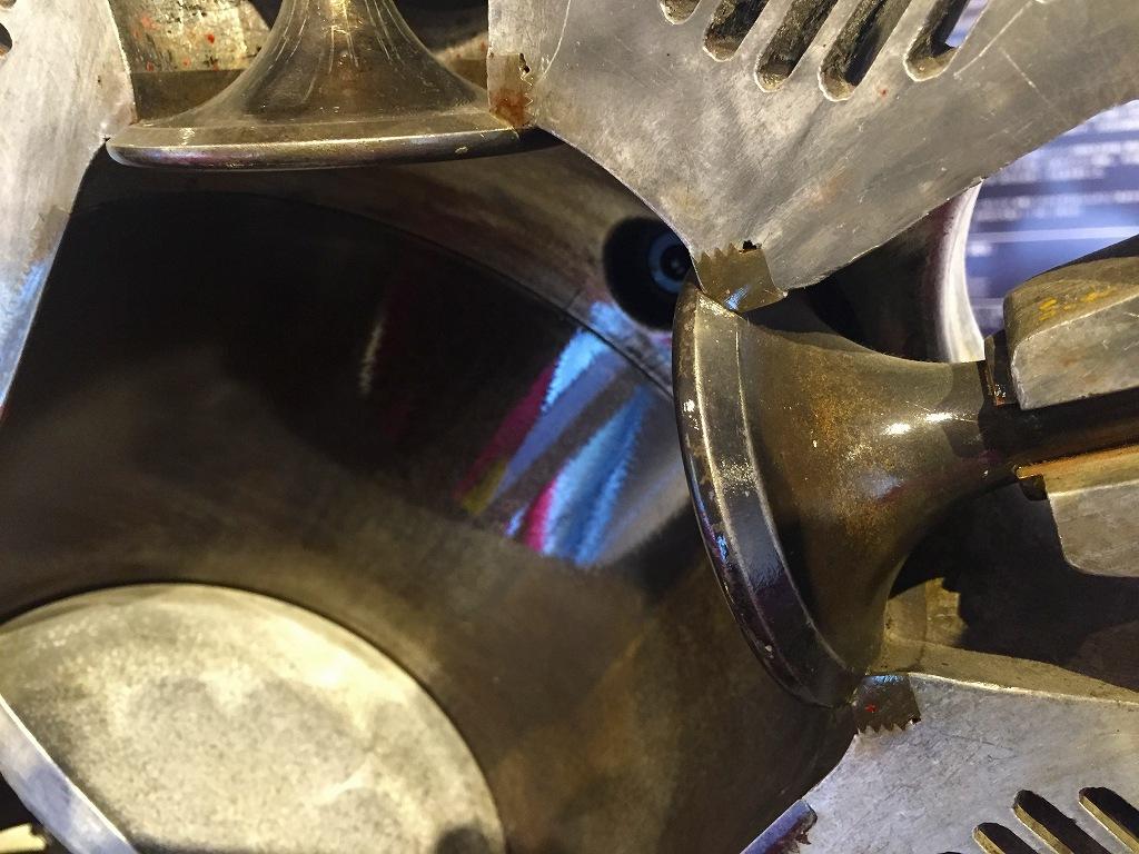 光エンジン、バルブシートガイド。
