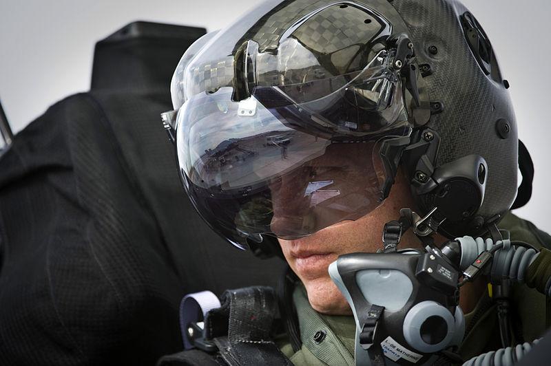 F-35へ搭載されるヘルメットマウントディスプレイ。画像はウィキペディアからお借りしました。